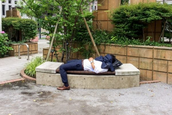 サボリーマン、疲れ、昼寝