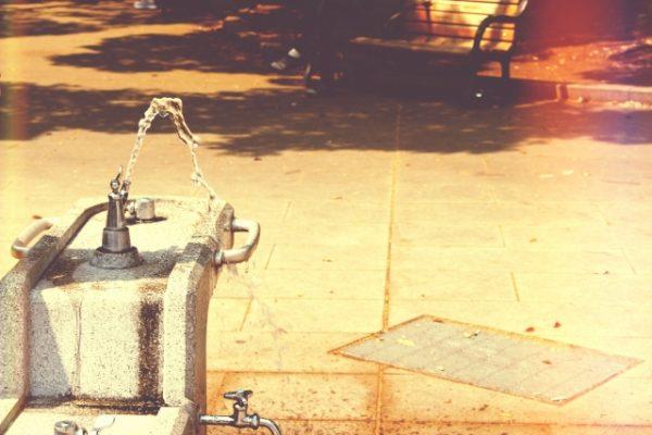公園、蛇口、水分補給、脱水対策