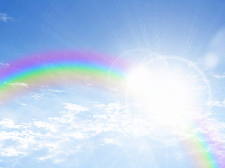 虹、青空、雲、虹色