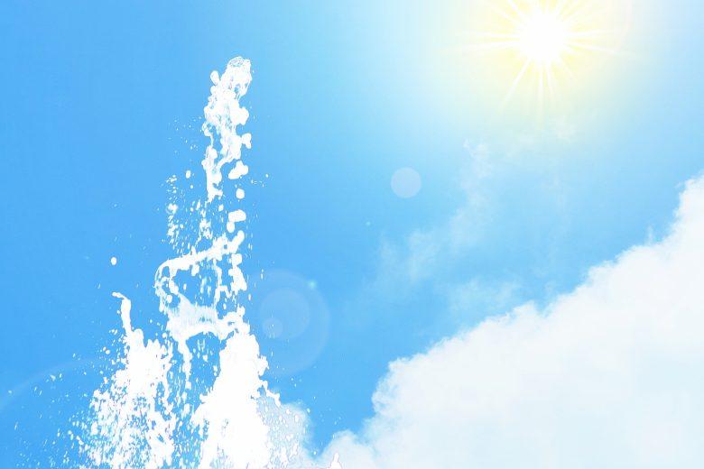夏、陽射し、水しぶき、太陽