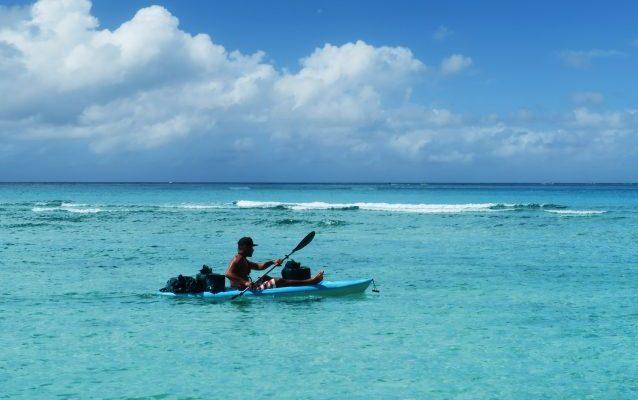 海、青、快晴、カヌー