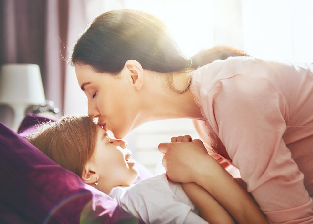 母と子、ママ、こども、キス、おはよう、good morning
