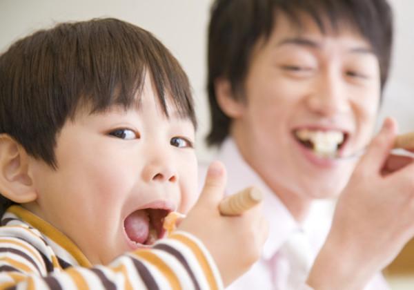 食卓、家族で食卓を囲む、家族レシピ、食事、食事の時間