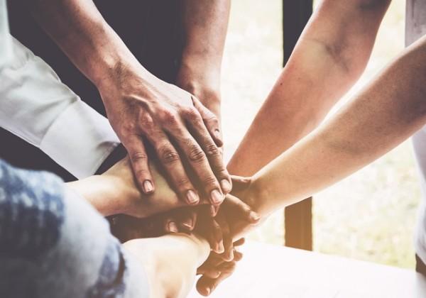 力を合わせる、団結、介護、介護者