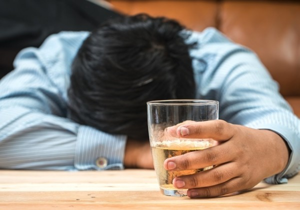 アルコール依存、アルコール依存症、多量飲酒、飲酒渇望