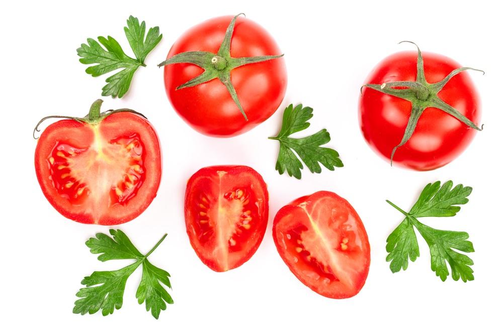 コンビニで野菜、トマト、リコピン