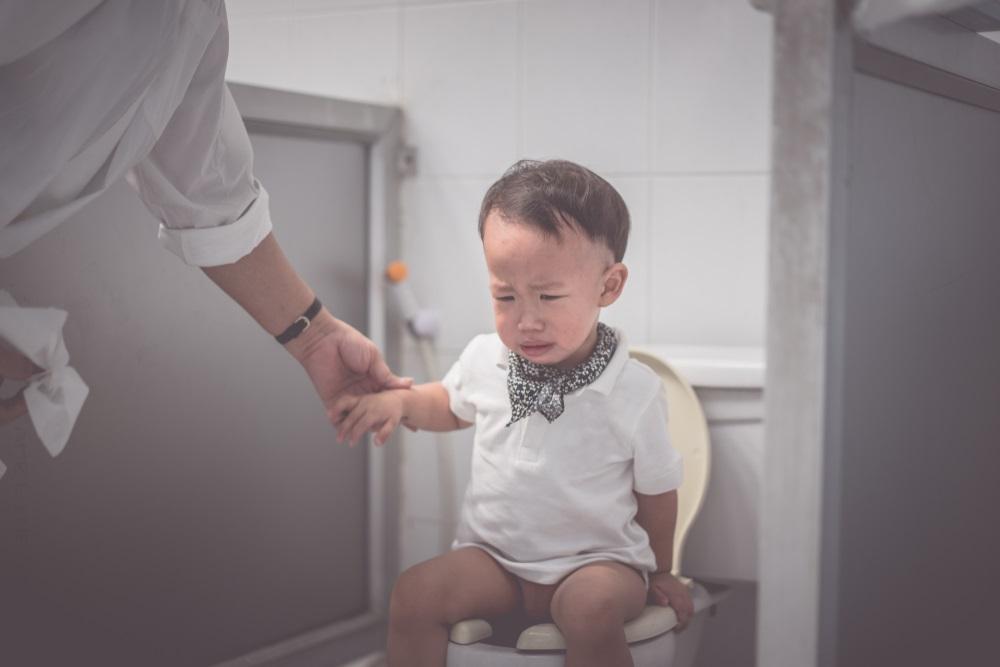 赤ちゃんの便秘、便秘、便秘で悩む子ども、便秘症、お腹が痛い